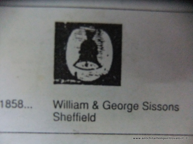 il punzone con il logo a forma di campana del 1858 di William & George Sissons di Sheffield.